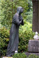 Kruzifix, trauernde Maria