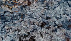 Kubistische Kunst im gefrorenen Bergbach! - La glace en formes géométriques!