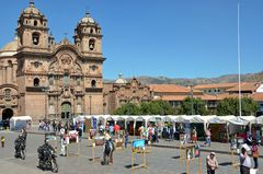 Künstlermarkt auf dem Plaza de Armas in Cusco