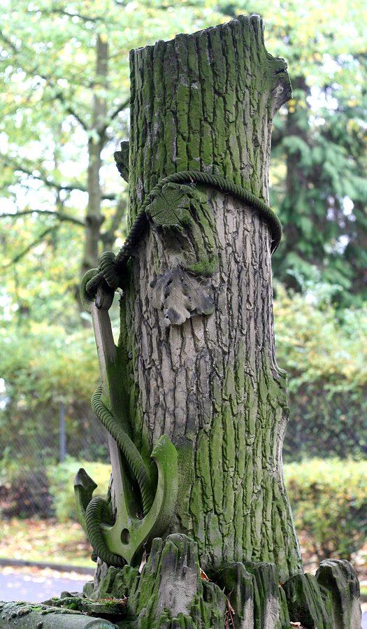 Künstlicher Baumstumpf mit Anker