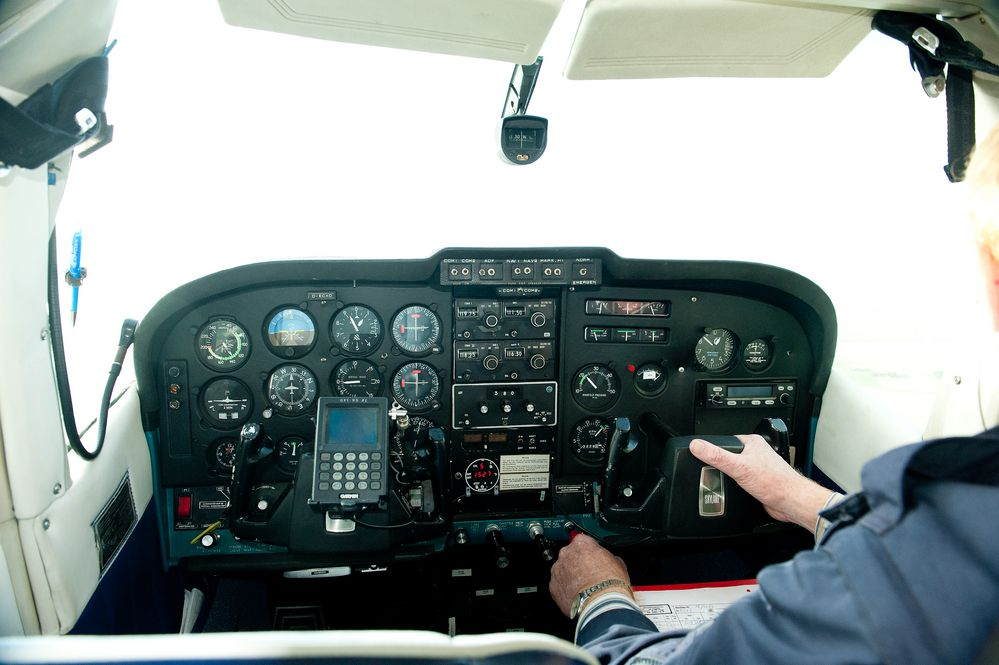 kürzlich mit einer C 182 im  Wolkenband  über der Nordsee