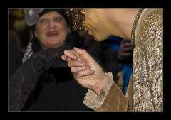 küss` die hand . . .