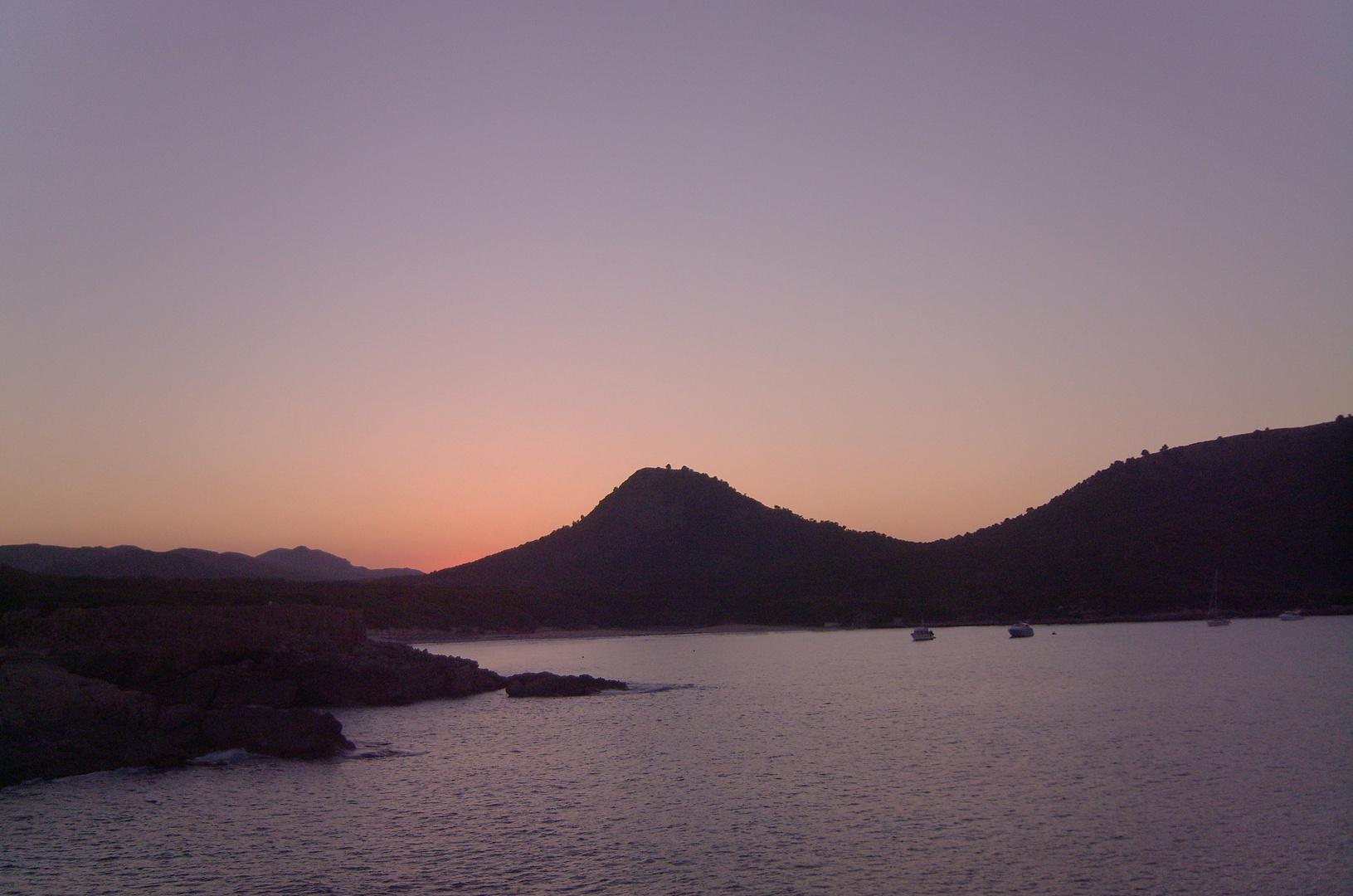 Küste von Cala Ratjada am Abend