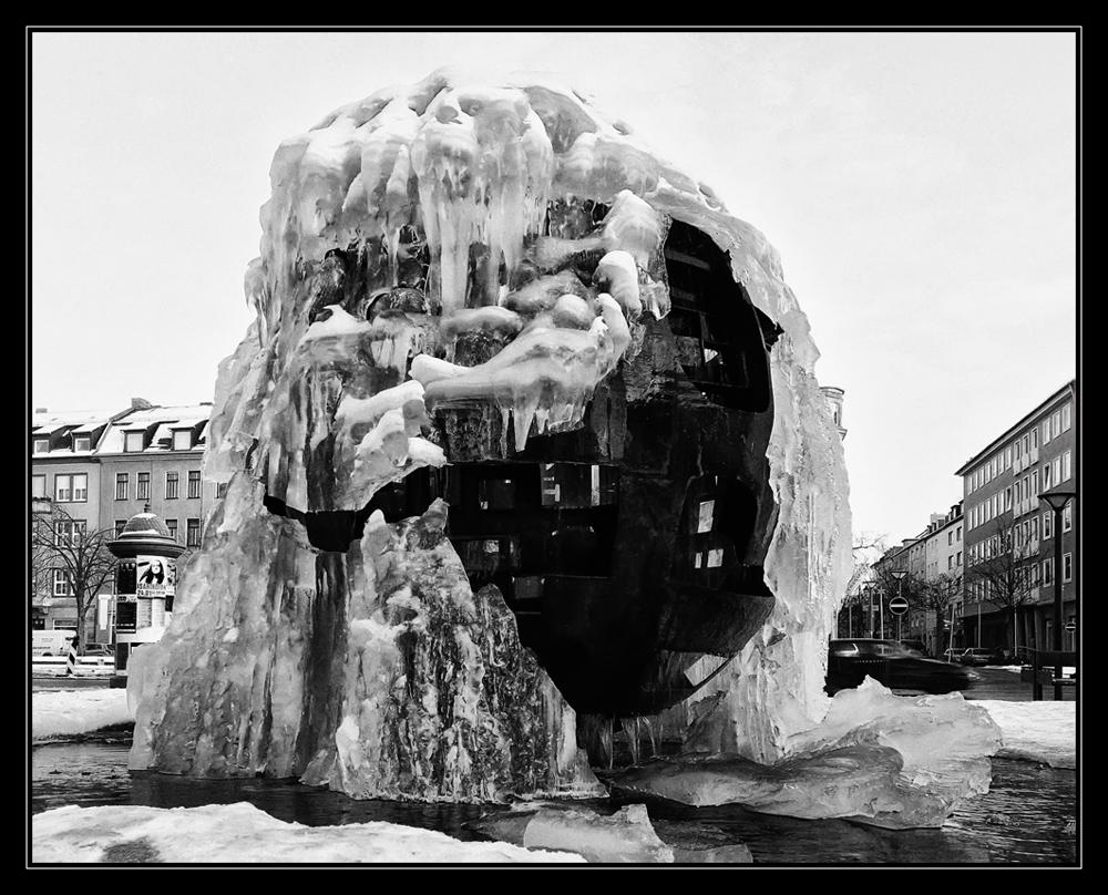 Kugelbrunnen am Rathaus..