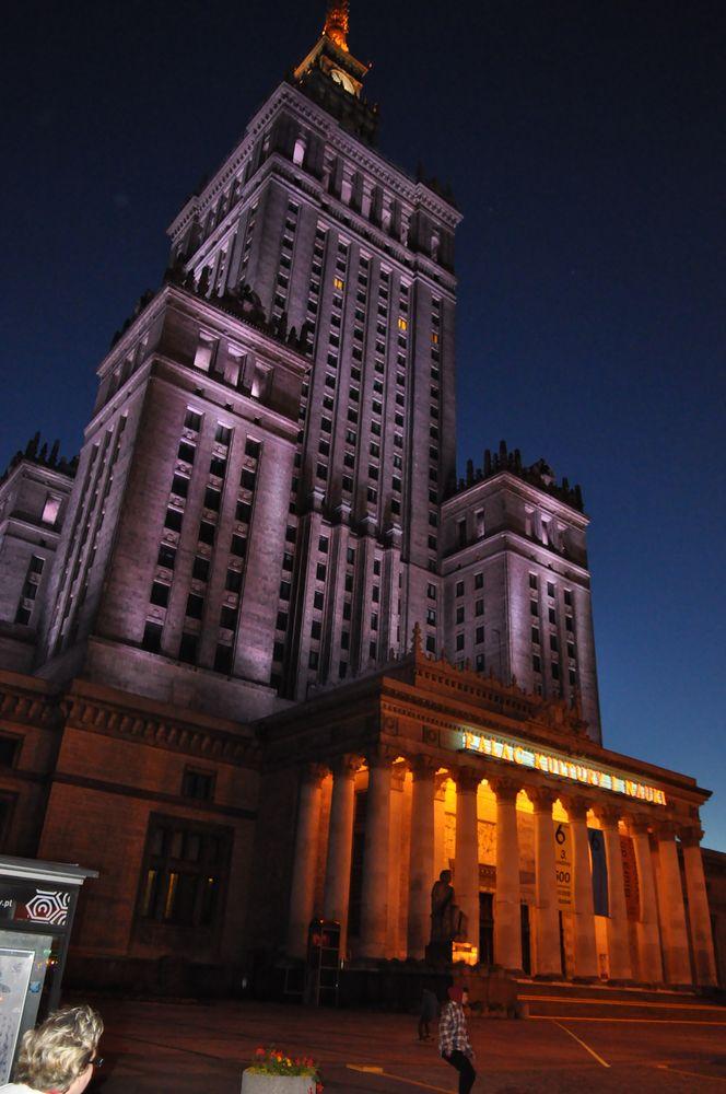 Kulturpalast bei Nacht