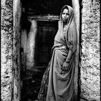Kumbhalgarh - Woman at back door