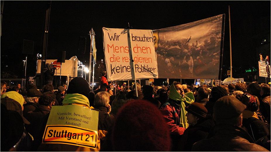 Kundgebung vor HBF Stuttgart K21 - 10.01.2011 -Menschen
