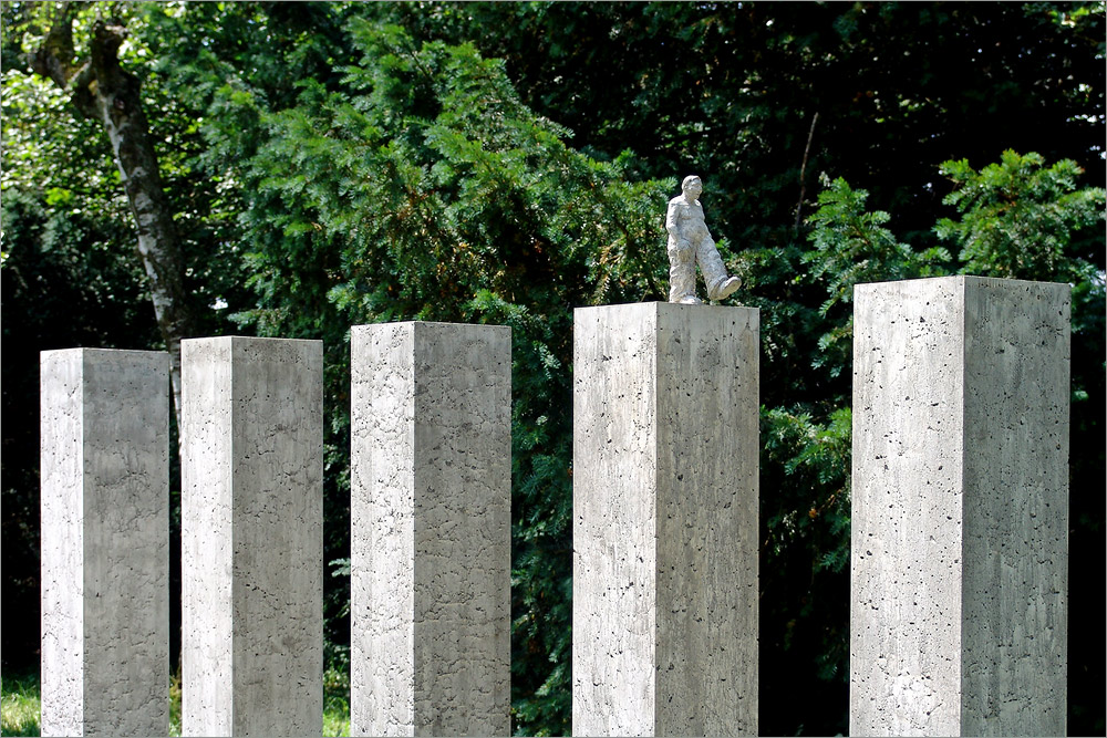 Kunst im Park; nur ein Schritt . . .