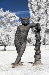 Kunst in Infrarot - Leaning Behemoth