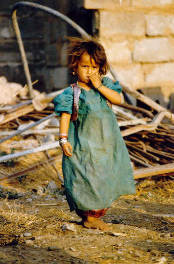 Kurdischer kinder in spielplatz