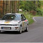 Kurvenfahrt im Subaru