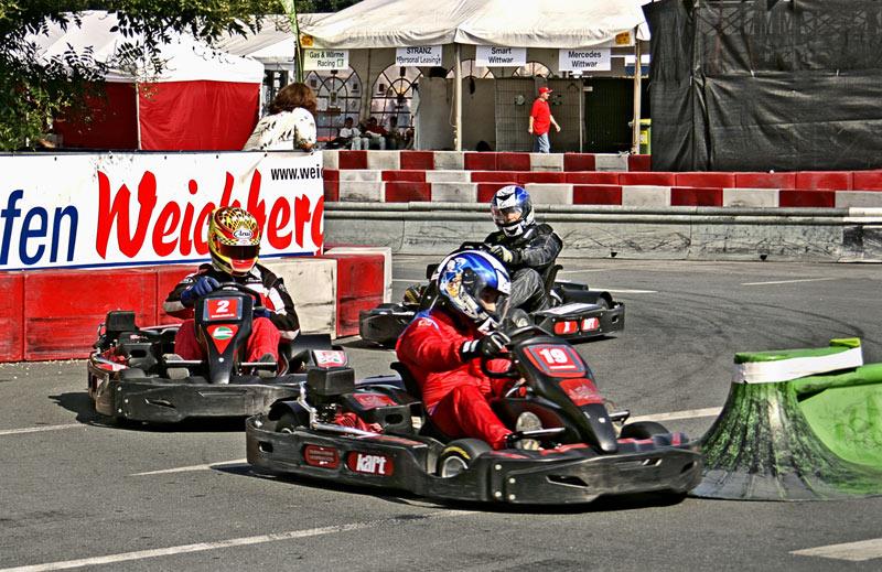 Kurvenreiches Kart-Racing ...