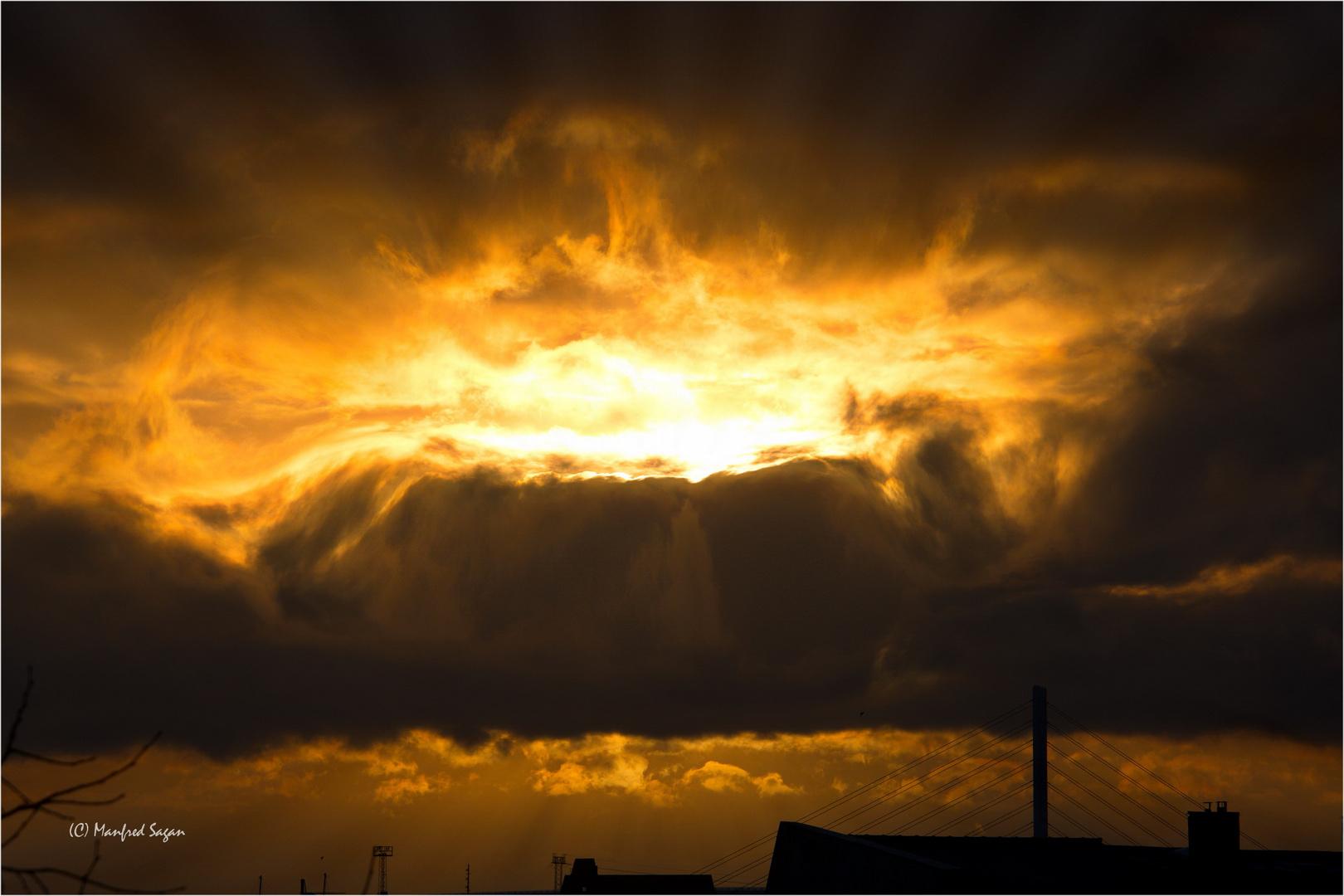 Kurz nach Sonnenaufgang - Morgenhimmel über dem Strelasund...