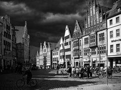 Kurz vor dem Gewitter (Münster, der Drubbel abwärts von St. Lamberti.).......#21.2781#31/50