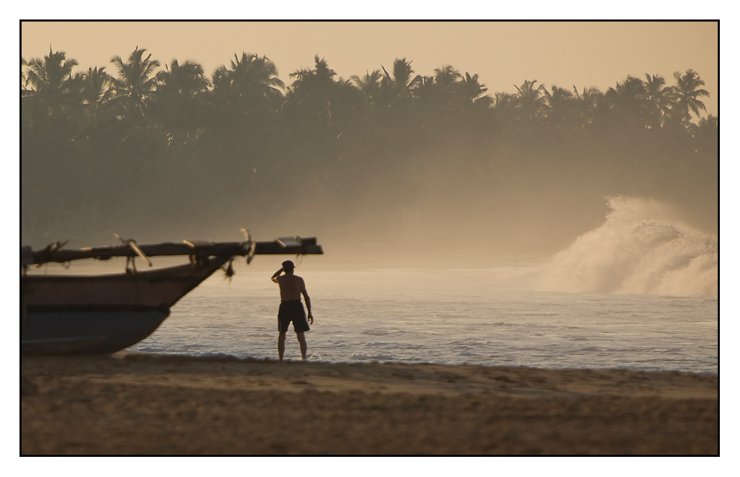 kurz vor Sonnenaufgang in Hikkaduwa, Sri Lanka