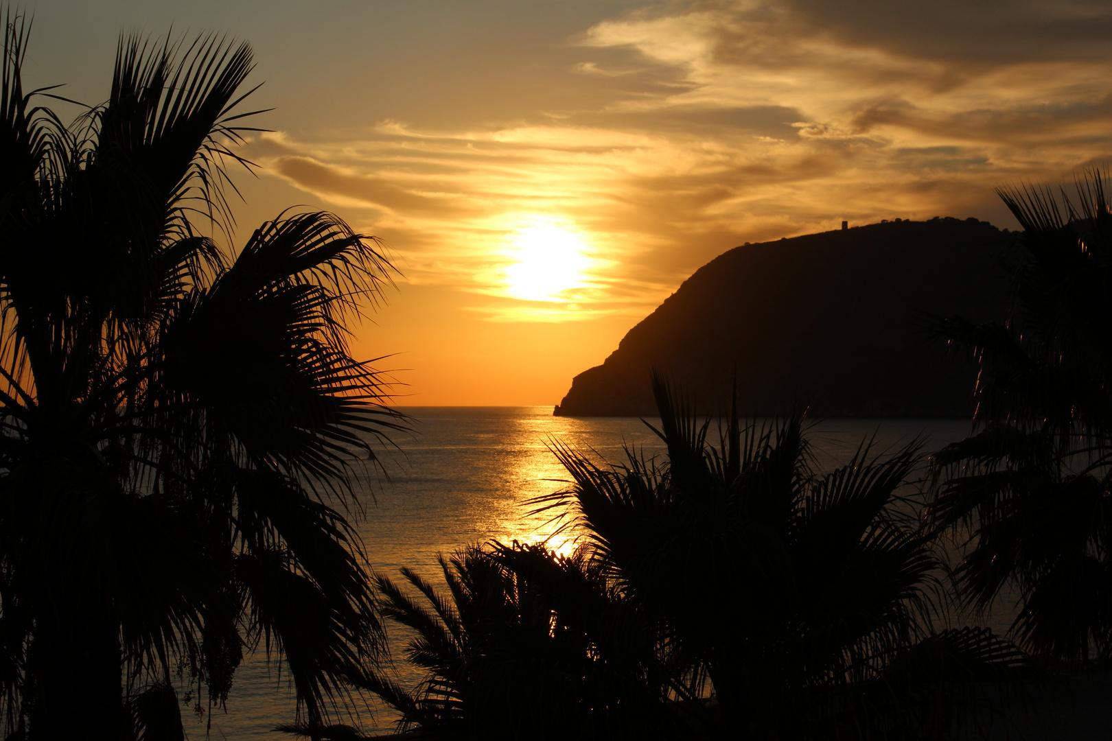 Kurz vor Sonnenuntergang in der Bucht von La Herradura.