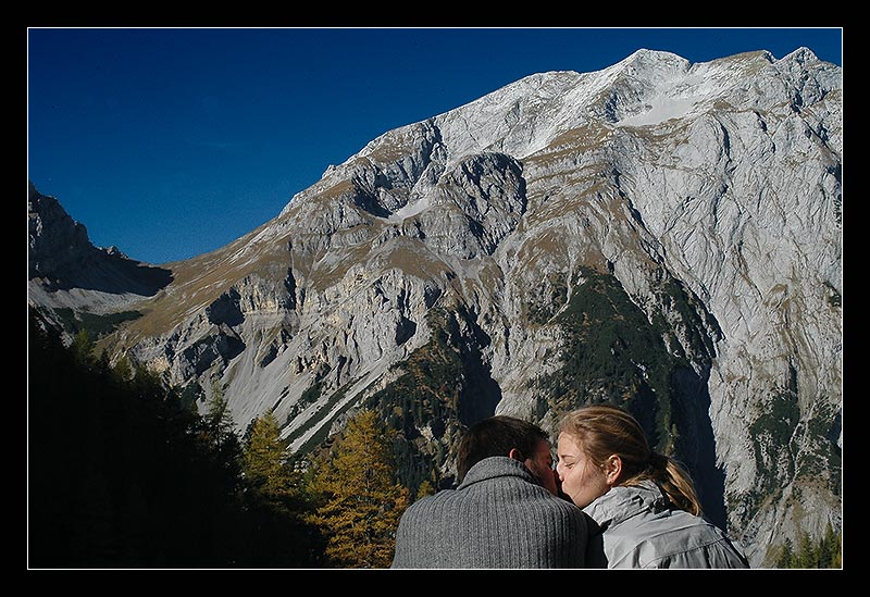 ...Kuss vorm dem majestätischen Berg