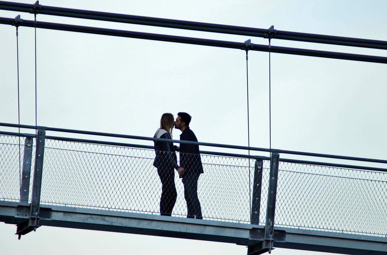 Kussversuch in luftiger Höhe