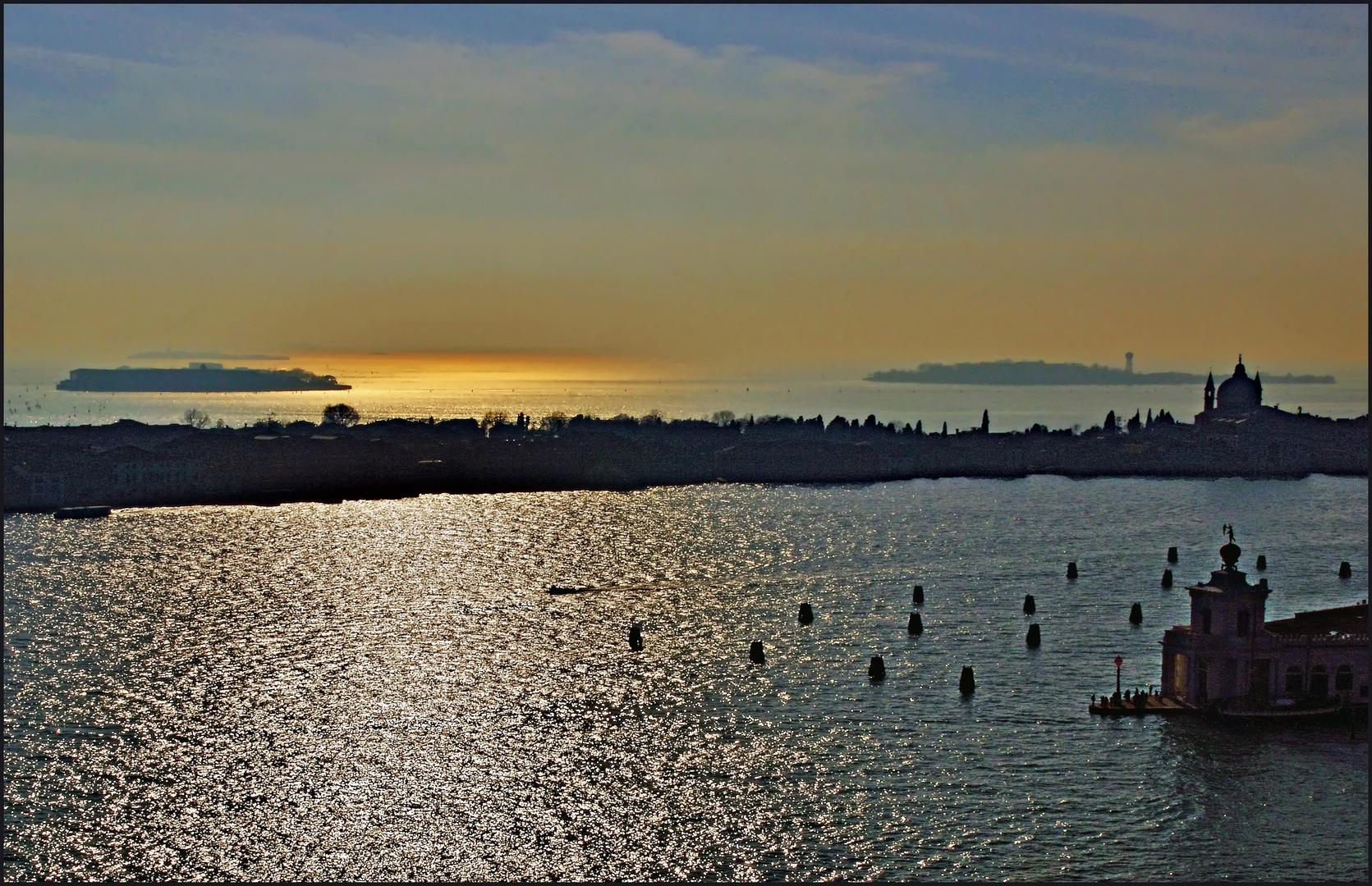 l or de la lagune à venise .....