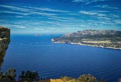 La baie de Cassis du haut du Cap Canaille