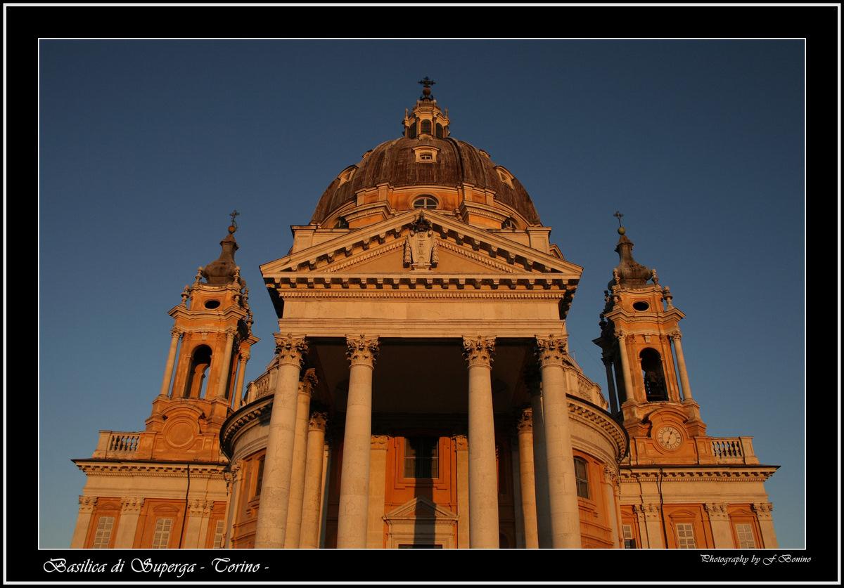 La basilica di superga , nel terso di una giornata pre invernale