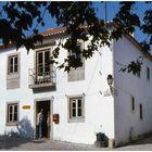 La bianca casa a Vila Nova de Ourém.