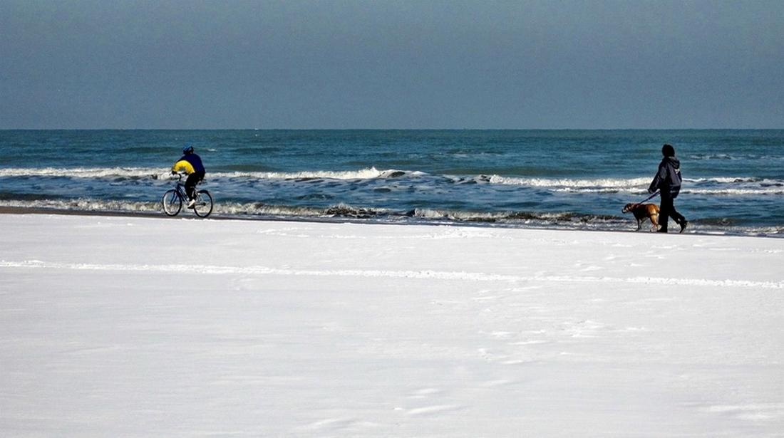 La bianca spiaggia di Rimini