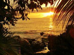 la bien nommée SUNSET BEACH