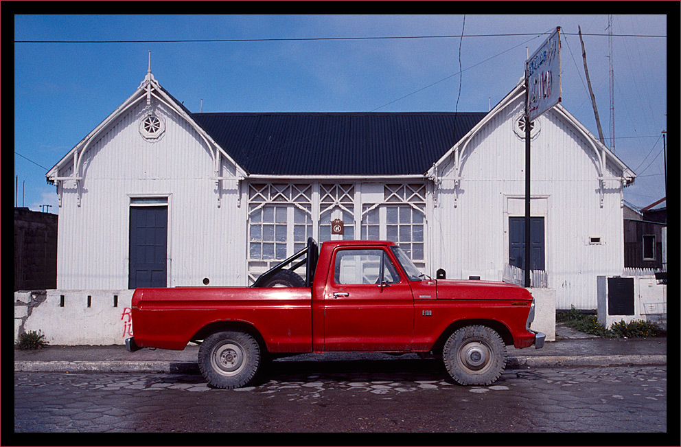 - La Camioneta Roja -