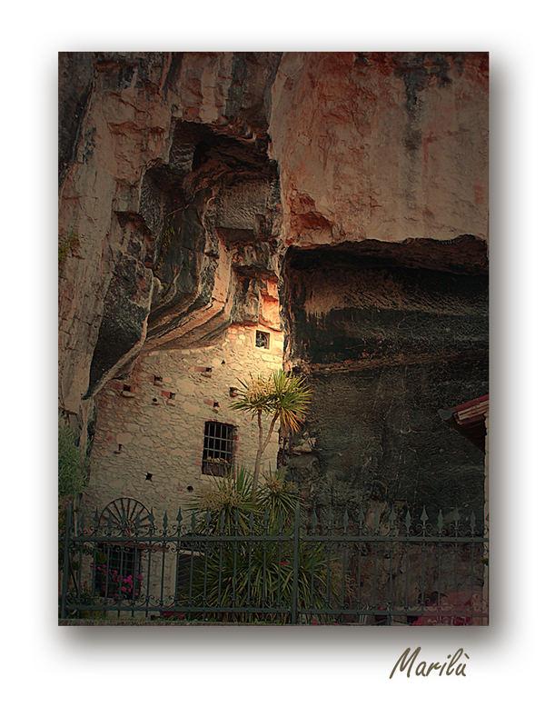 La Casa Nella Roccia.La Casa Nella Roccia Foto Immagini Architetture Natura Soggetti