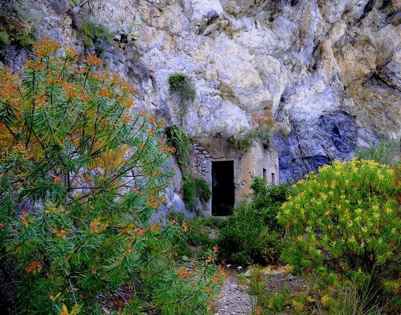 ...La casa nella roccia...