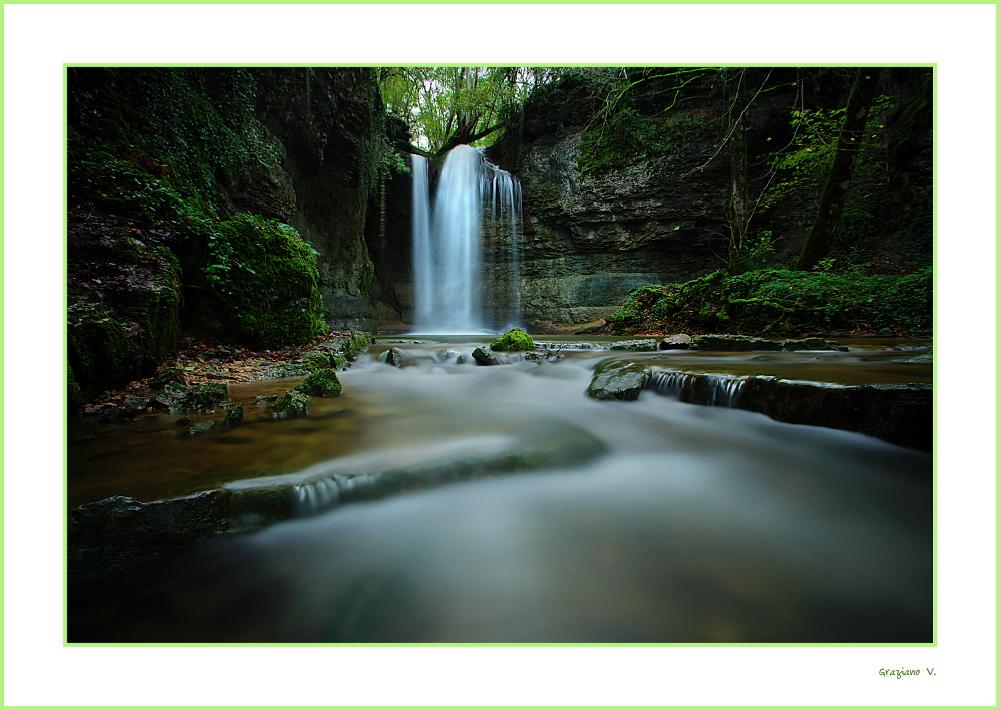 La cascade de Charette(de la Roche) toute en couleurs