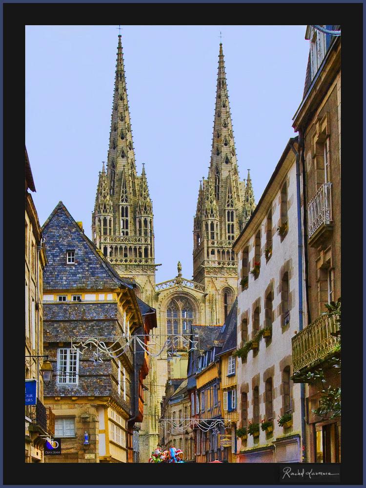 La cathédrale de Quimper depuis la rue Kéréon