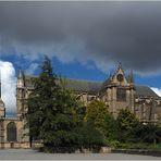 La Cathédrale Saint-Etienne  vue des jardins de l'Evêché  --  Limoges