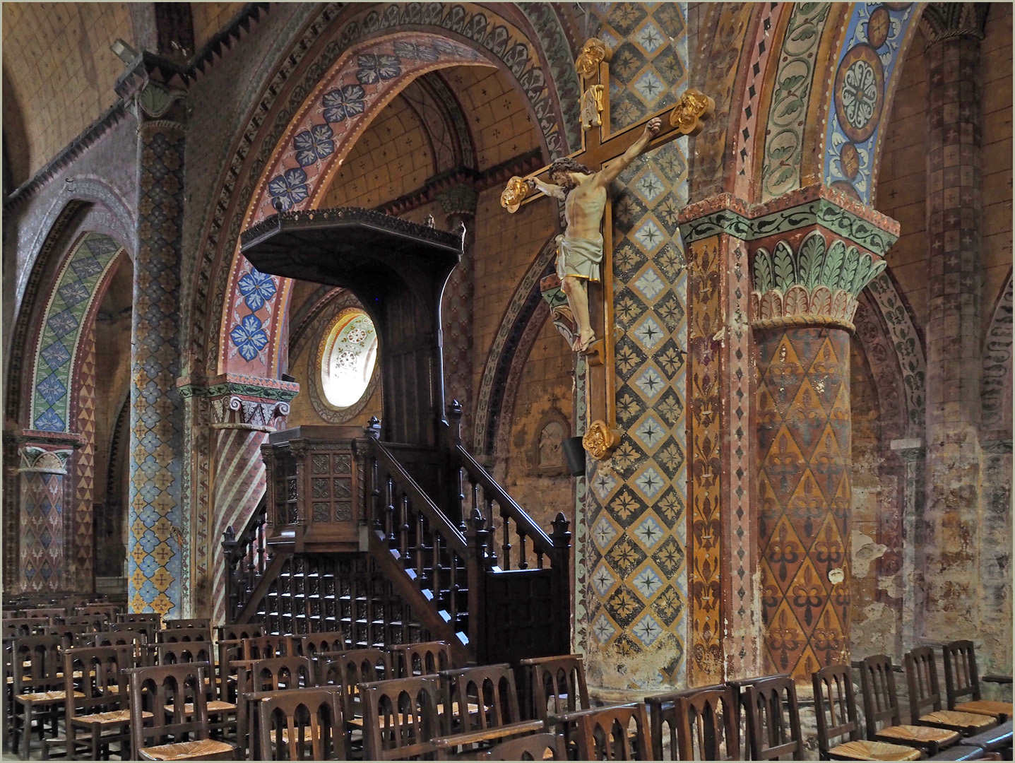 La chaire et le bas-côté nord  --  Eglise Saint-Nicolas de Civray