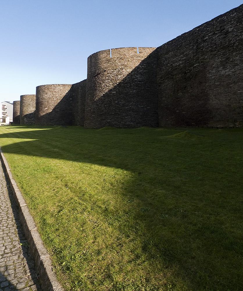 La ciclopea muralla romana.