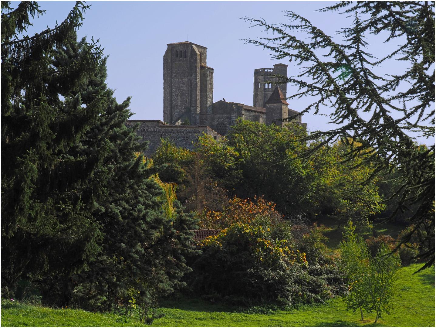 La  Collégiale Saint-Pierre de la Romieu à l'automne