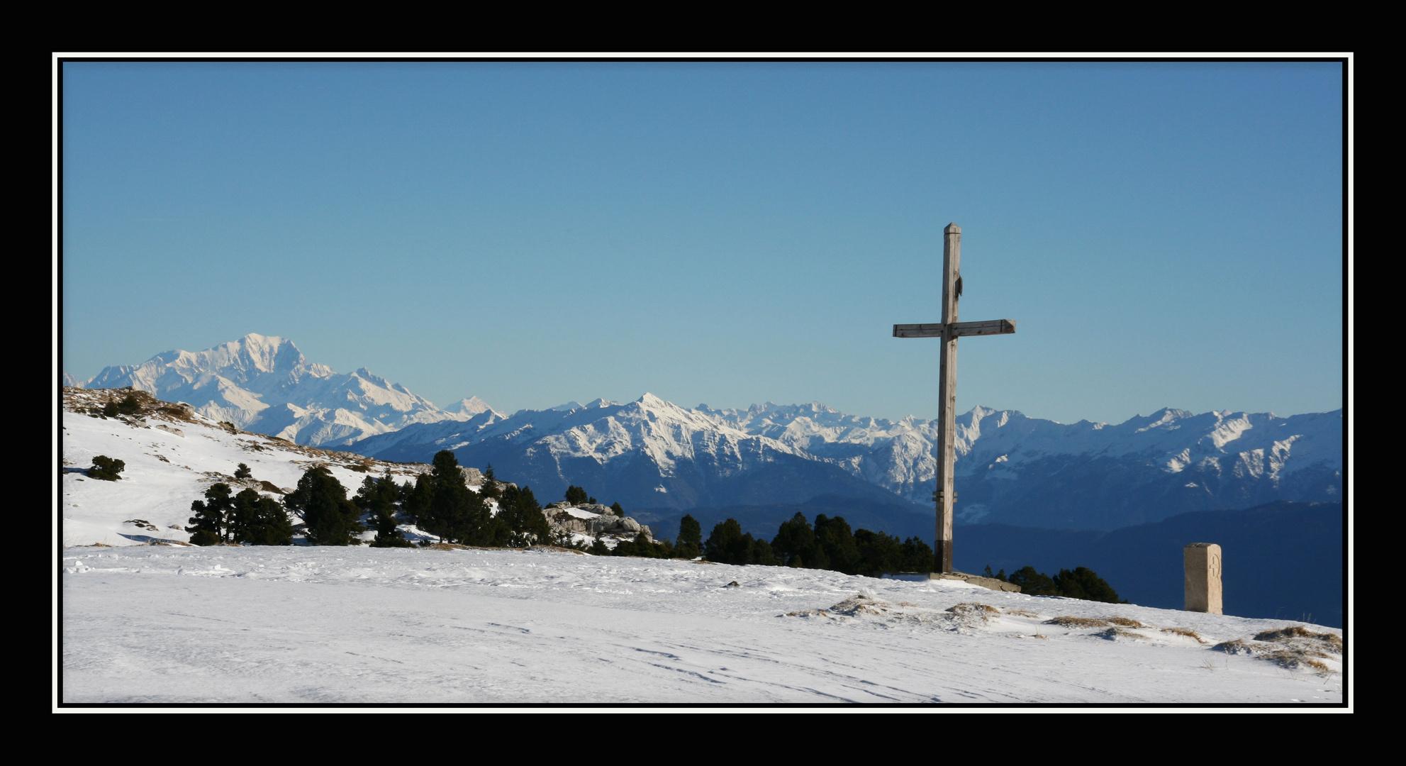 La croix du col de l'Alpe en Décembre