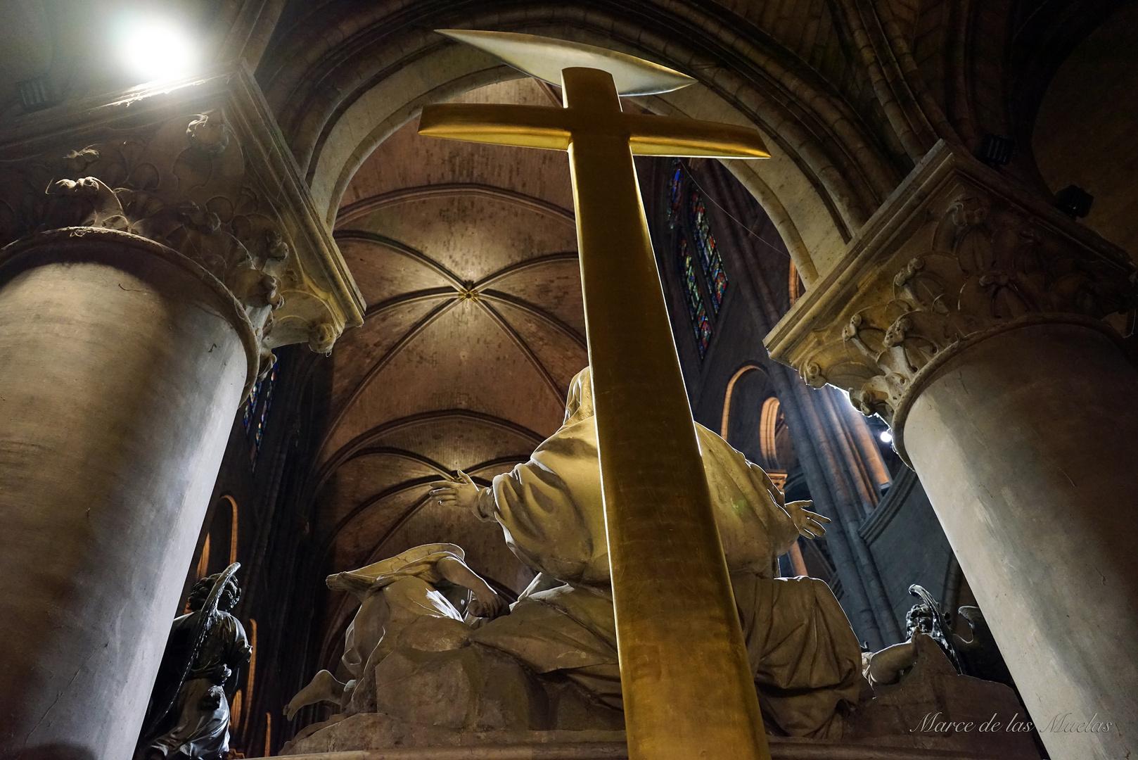 ...La Cruz de Notre Dame...