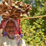 La donna con la legna