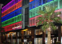 La façade multicolore du Rexhotel - Tarbes