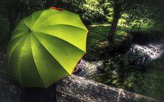 La femme au parapluie (113) ;  arrive au moulin de Kerrelec sur la rivière L'Horn !