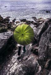 La femme au parapluie manque le bateau pour l'île (71)