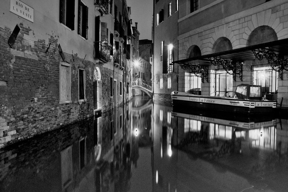 La Fenice - Hintereingang bei Nacht