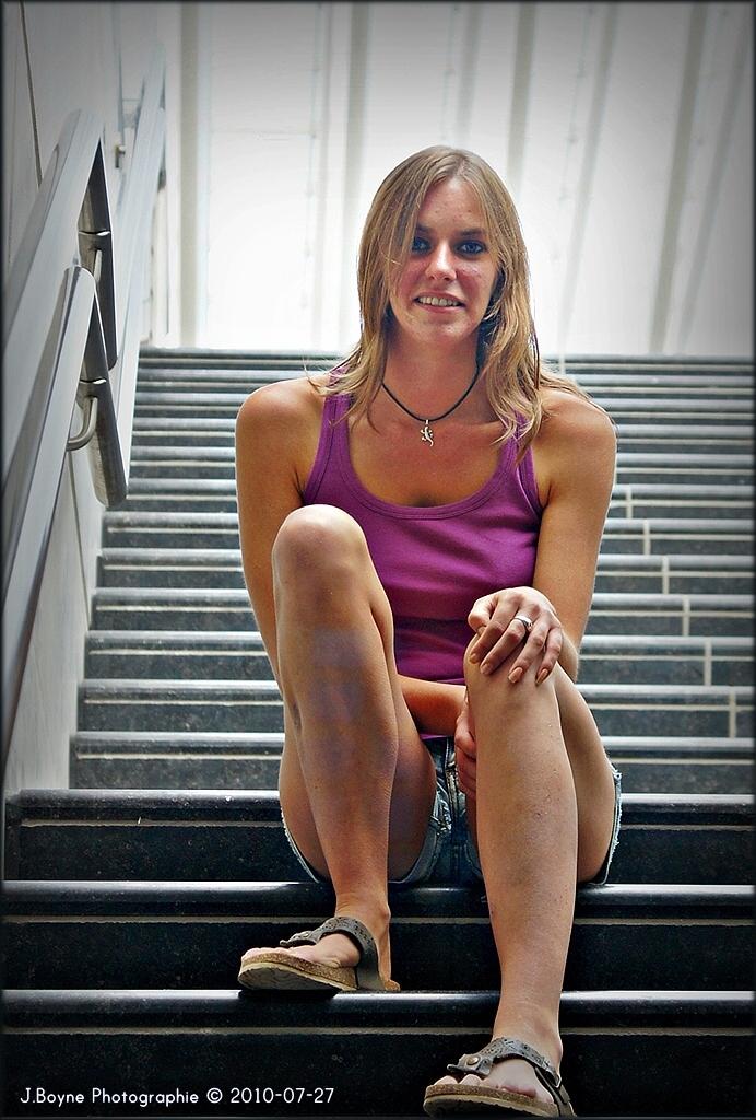 La fille dans l'escalier