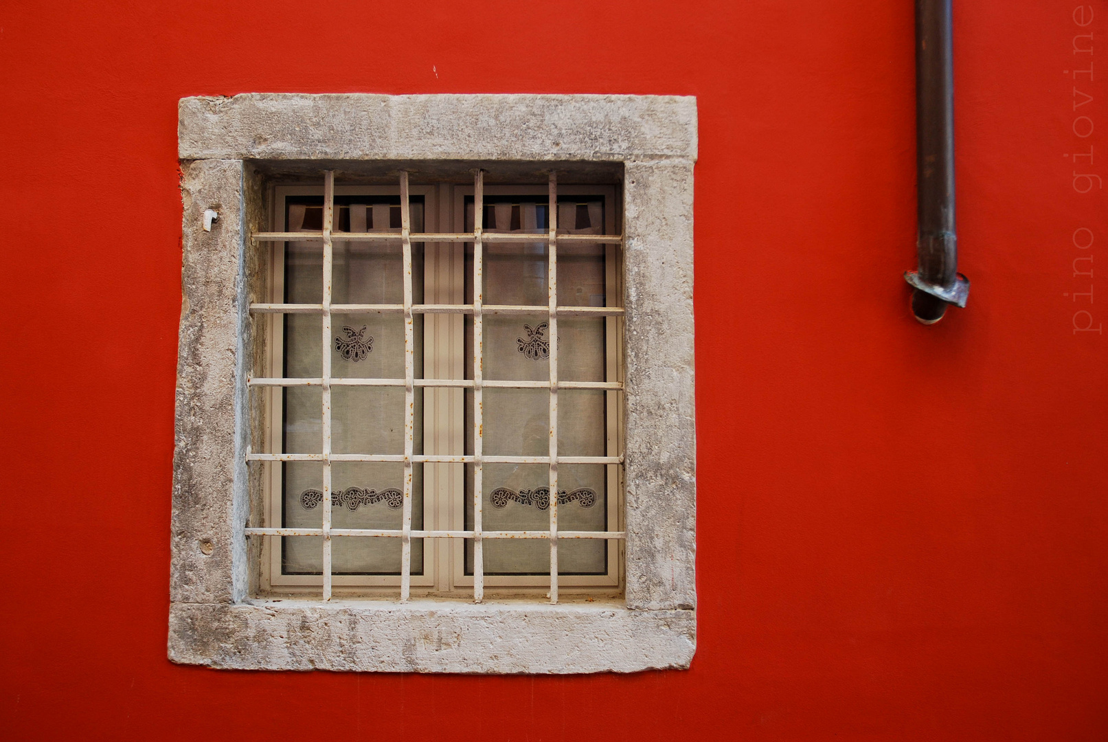 la finestra accanto alla stufa...