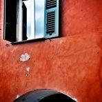 la finestra nel rosso