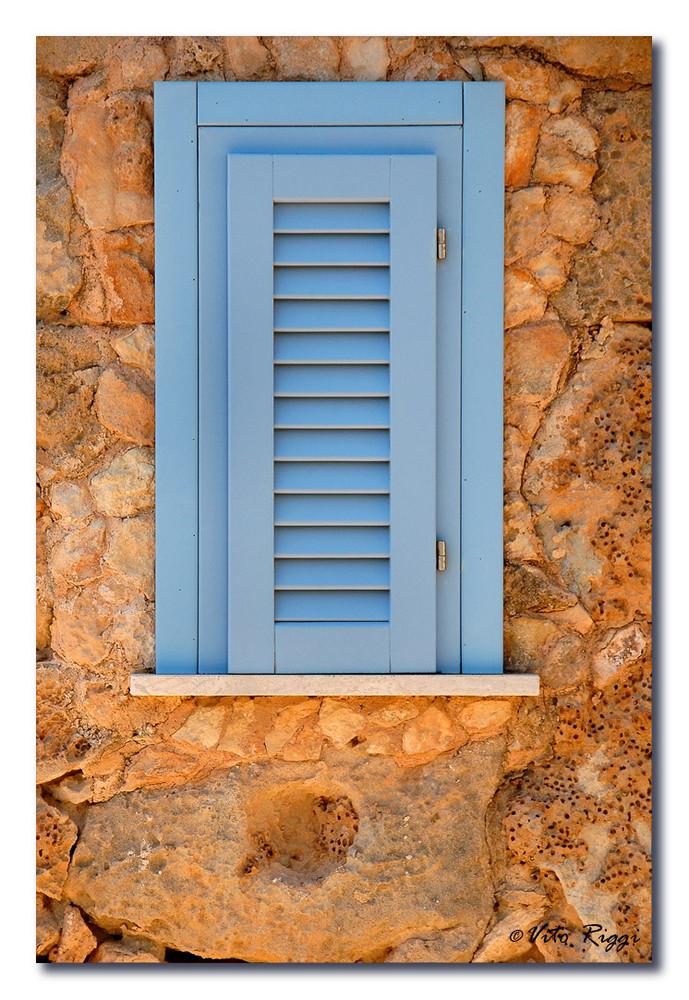 La finestra nella roccia foto immagini architetture for Finestra nella dacia