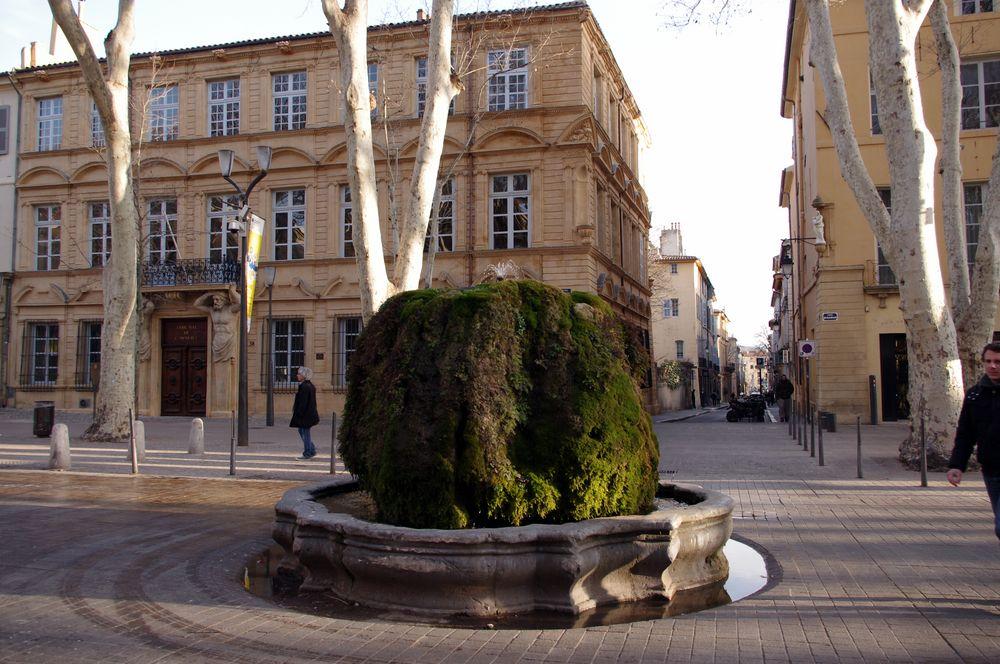 La Fontaine moussue, Cours Mirabeau à Aix en Provence ....