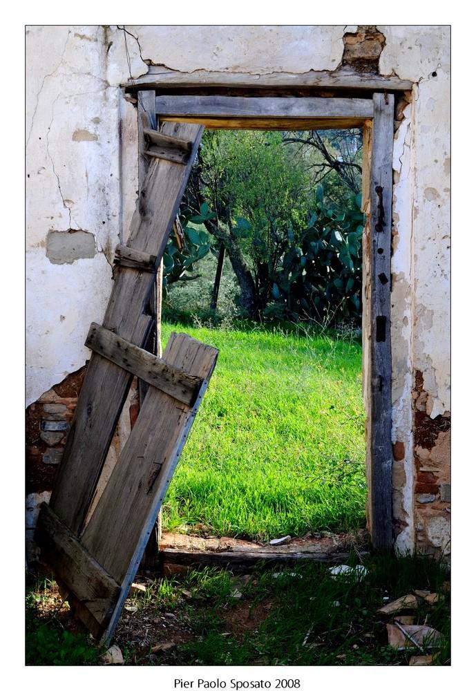 La foto della porta accanto.